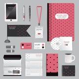 与origami元素的白色身分模板 导航brandbook指南的公司样式并且写作杯子CDs书名片 库存照片