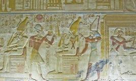 与Osiris浅浮雕的Seti 免版税库存照片