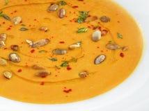 与pampkin种子的热的健康素食pampkin奶油汤 免版税库存图片