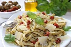 与pesto和开胃小菜的面团 库存图片