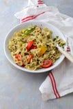 与pesto和菜的意大利面团 免版税图库摄影