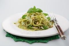 与pesto的意大利面食 免版税库存照片