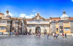 与Piazza del Popolo People ` s正方形的都市风景在罗马, Ital 免版税库存照片