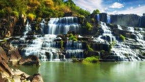 与Pongour瀑布的热带雨林风景 大叻市,越南 免版税库存照片