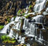 与Pongour瀑布的热带雨林风景 大叻市,越南 库存图片
