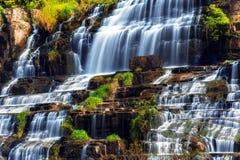 与Pongour瀑布的热带雨林风景 大叻市,越南 免版税库存图片