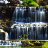 与Pongour瀑布的热带雨林风景 大叻市,越南 库存照片
