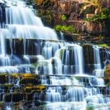 与Pongour瀑布的热带雨林风景 大叻市,越南 免版税图库摄影