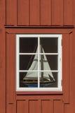 与sailingboat的窗口 免版税库存照片