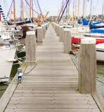 与sailingboats的跳船 免版税库存照片