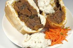与Sambals的两个传统南非羊肉兔宝宝食物 免版税库存照片