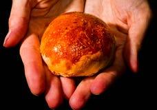 与sesam种子的新家制面包卷 免版税库存照片