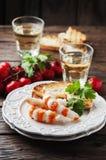与shripms和白葡萄酒的意大利开胃小菜 免版税库存照片