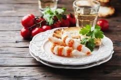 与shripms和白葡萄酒的意大利开胃小菜 免版税库存图片