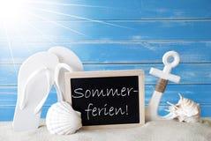 与Sommerferien的晴朗的卡片意味暑假 库存图片