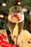与spumante和意大利节日糕点的意大利圣诞节 免版税库存图片