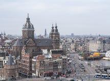 与St.Nicolaaschurch的阿姆斯特丹视图 库存图片