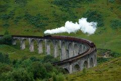 与steamtrain的Glenfinnan高架桥 图库摄影