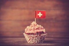 与Suisse旗子的蛋糕。 免版税库存图片