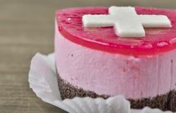 与Suisse旗子的蛋糕 图库摄影