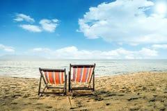 与Sunbeds的张岛海滩 库存照片