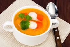 与surimi的蔬菜汤 库存图片