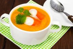 与surimi的蔬菜汤 库存照片