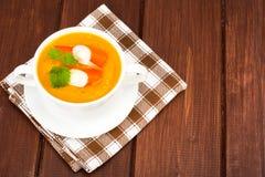 与surimi的蔬菜汤 免版税库存图片