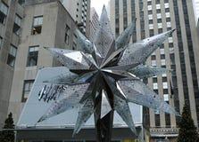 与Swarovsky水晶星的施华洛世奇水晶精品店在洛克菲勒中心在曼哈顿 免版税库存图片