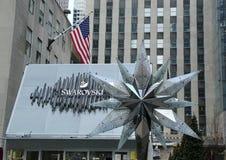 与Swarovsky水晶星的施华洛世奇水晶精品店在洛克菲勒中心在曼哈顿 免版税库存照片