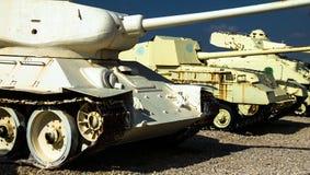 与T-55的俄国做的坦克在前面由IDF夺取了 Latrun 以色列 免版税库存照片