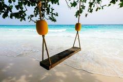 与Tachai海岛白色沙子的海滩  免版税库存图片