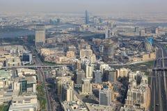 与The Creek河鸟瞰图摄影的迪拜地平线 库存照片