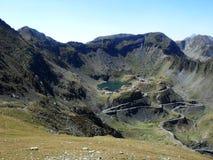 与Transfagarasan和Balea湖的美丽的景色 免版税库存照片