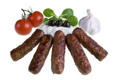 与tzatziki和蕃茄的Cevapcici 免版税库存照片