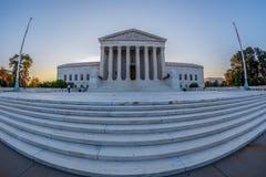 与U S最高法院大厦的大角度图,华盛顿 免版税库存照片