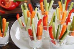 与vegerables的Verrines开胃菜在射击 免版税库存图片
