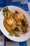 与vegy的油煎的鱼在亚洲街道咖啡馆 库存照片