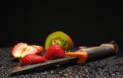 与waterdrops的新鲜水果在他们 免版税库存图片