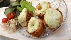 与withvegetable乳酪的服务的油煎的土豆 免版税图库摄影