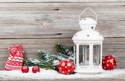 与xmas藤茎的圣诞节装饰 免版税库存照片