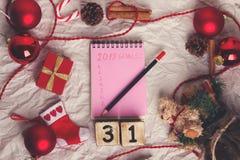 与xmas装饰的笔记薄 目标新年 免版税库存图片