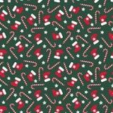 与xmas长袜、星和棒棒糖的无缝的圣诞节样式 免版税库存图片
