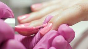 专业修指甲 在钉子的胶凝体擦亮剂 影视素材