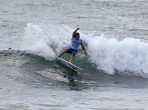 专业冲浪者- Jake Sylvester - Merewether澳洲 免版税库存照片