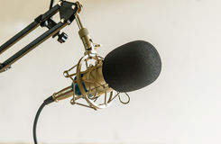 专业冷凝器演播室话筒,音乐概念 免版税库存照片