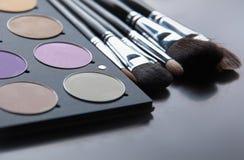 专业化妆用品,有眼影膏的调色板, 免版税库存照片