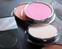 专业化妆用品,有眼影膏的调色板, 免版税库存图片