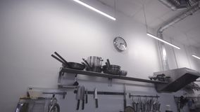 专业厨房在餐馆,炊具细节  股票录像