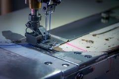 专业双重针缝纫机 免版税库存图片